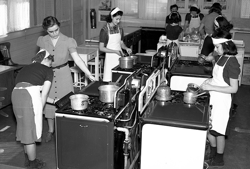 Cooking class, 1940